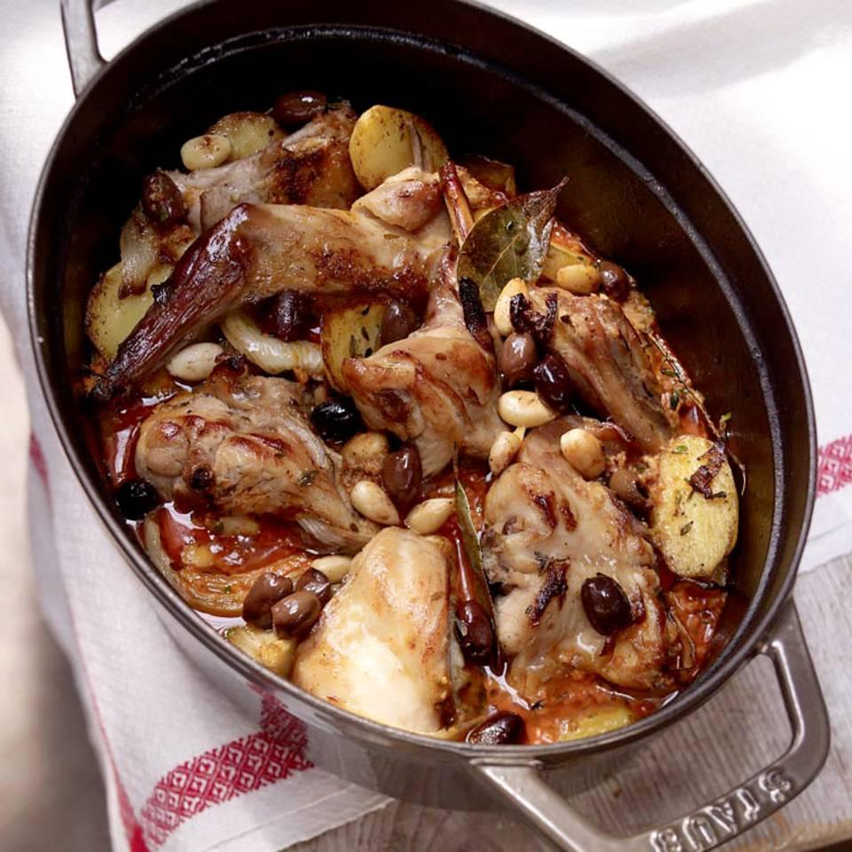 Geschmortes Kaninchen mit Mandeln und Oliven Rezept