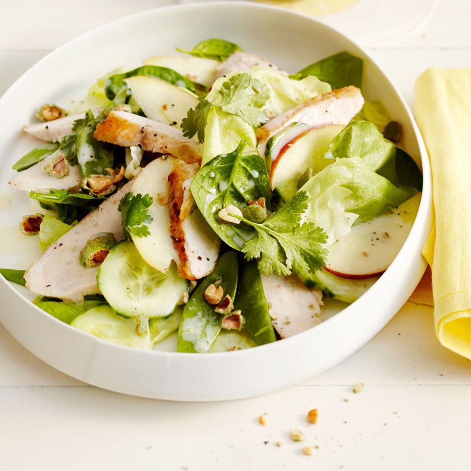 Grüner Salat mit Wasabi-Nüssen