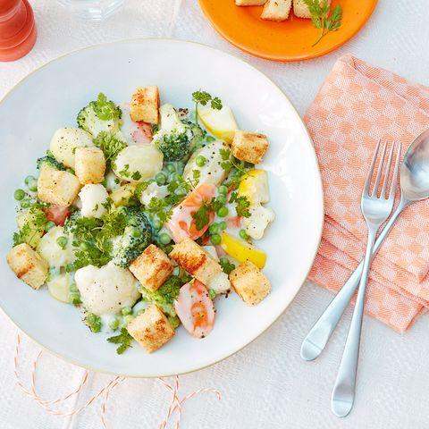 Gemüseragout mit Muskat-Croûtons