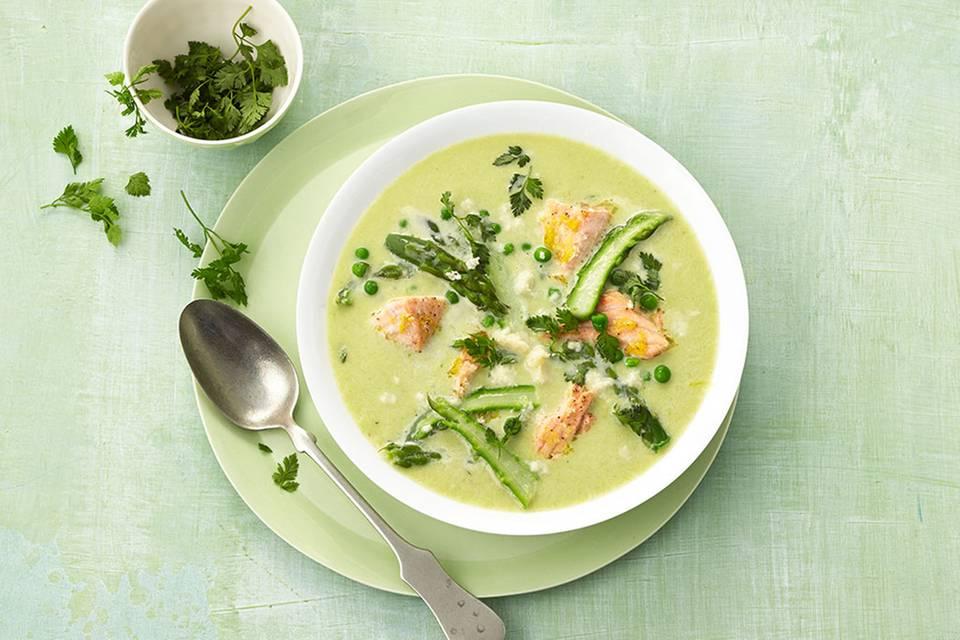 Grüne Spargel-Cremesuppe mit Lachs Rezept