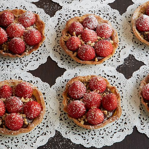 Nougat-Tartelettes mit Erdbeeren