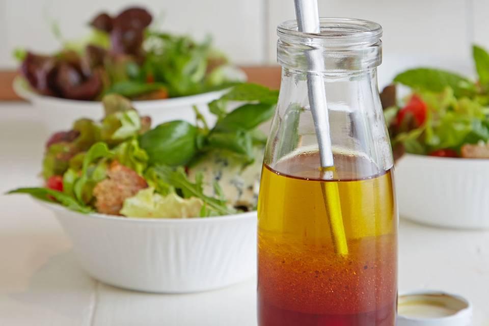 Salat mit Roquefort und Erdbeer-Holunder-Vinaigrette Rezept