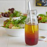 Salat mit Roquefort und Erdbeer-Holunder-Vinaigrette