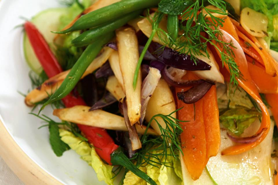 Gemüse-Kräuter-Salat Rezept