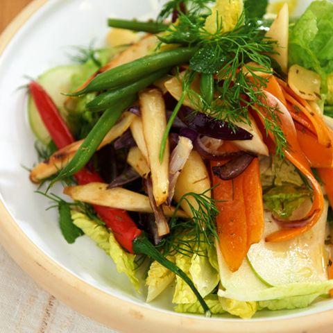 Gemüse-Kräuter-Salat