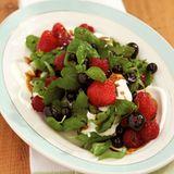 Beeren-Kräuter-Salat