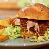 BBQ-Pulled-Pork-Burger (Konfierter Schweinenacken)