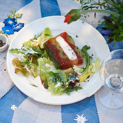Zandersülze mit Tomaten und Staudensellerie