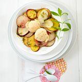 Pfirsich-Sorbet mit Pfirsichsalat