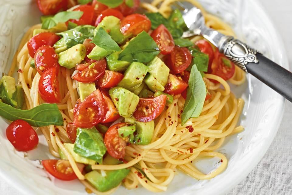 Avocado-Tomaten-Nudeln  Rezept