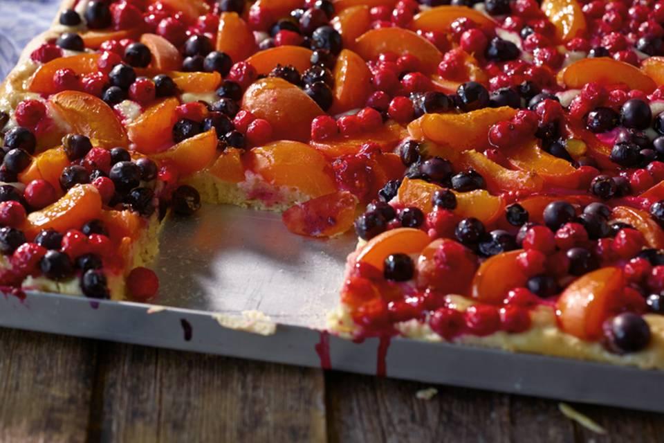 Obst-Marzipan-Blechkuchen Rezept