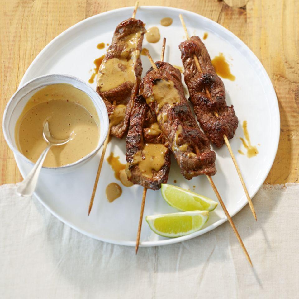 Rinder-Saté mit Erdnuss-Kokos-Sauce