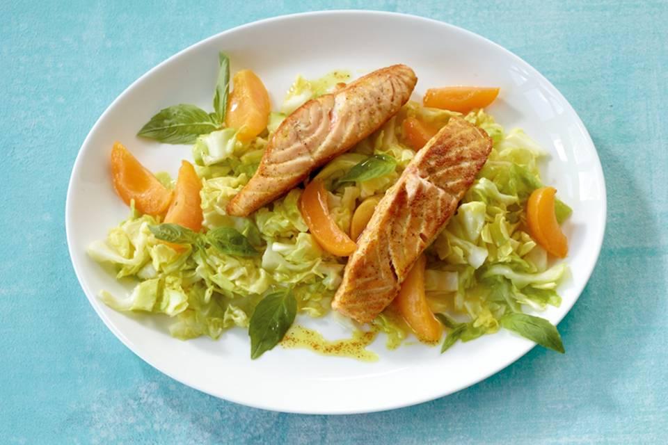 Spitzkohlsalat mit Lachs Rezept