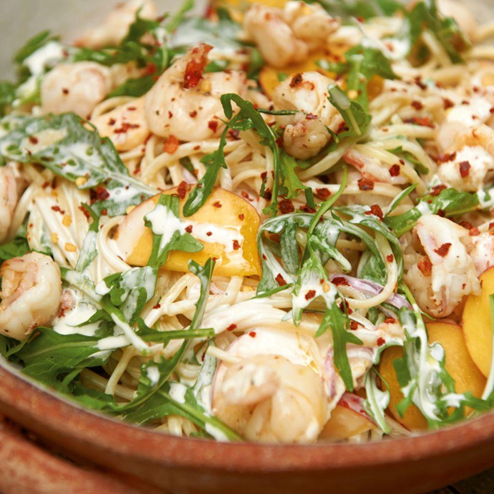 Nudelsalat mit Pfirsichen