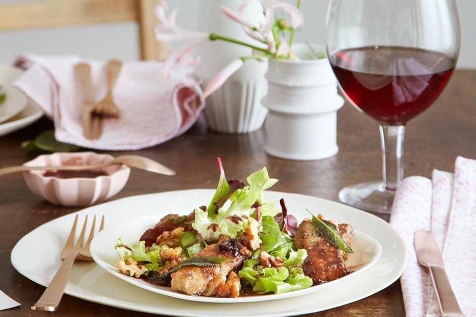 Salat mit Kalbsleber-Streifen und Holunder-Vinaigrette Rezept