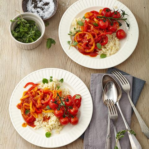 Paprika-Tomaten-Gemüse mit ungarischen Eiergraupen