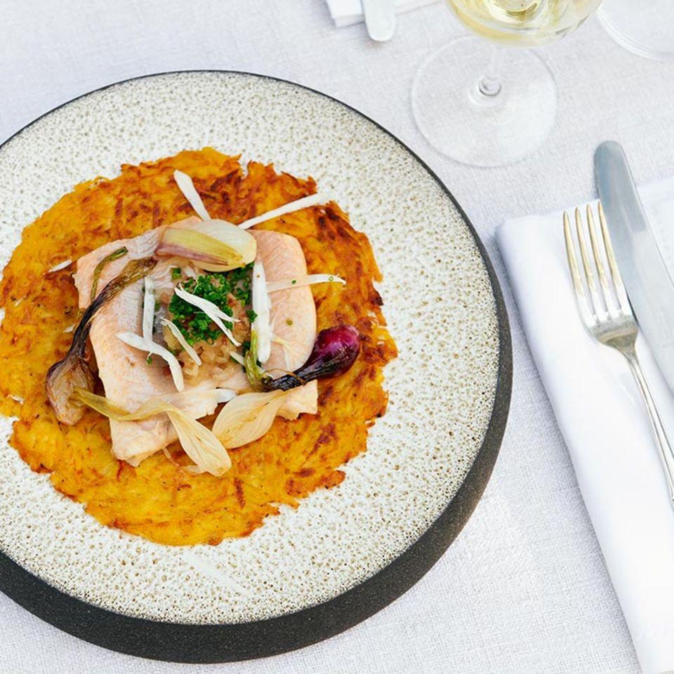 Kartoffel-Kürbis-Rösti mit Saibling und Meerrettich