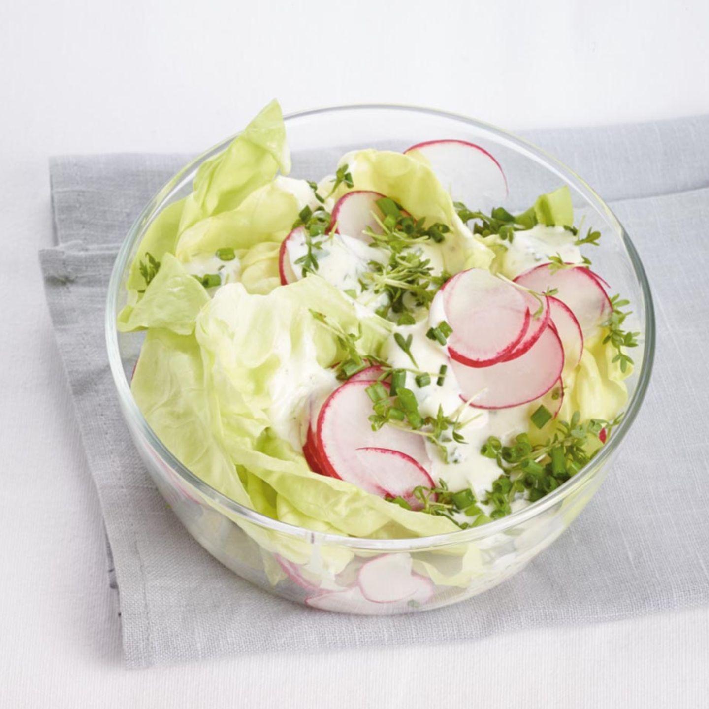 Grüner Salat mit Radieschen