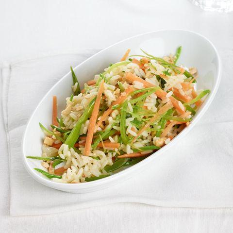 Reis mit Möhren und Zuckerschoten
