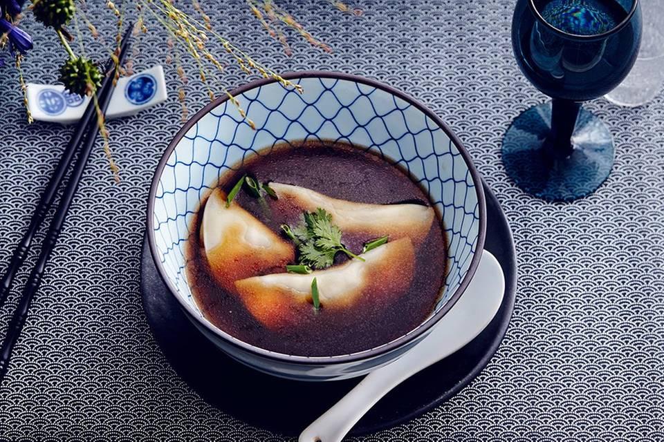 Gänsebouillon mit Shiitake-Teigtaschen Rezept