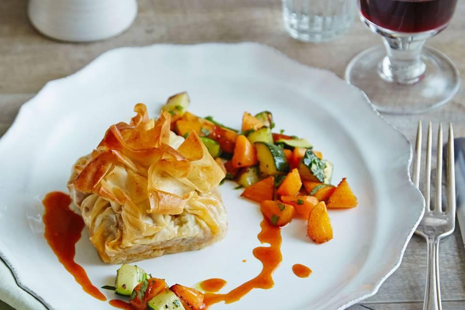 Geschmorte Lammschulter mit Gemüse im Filoteig Rezept