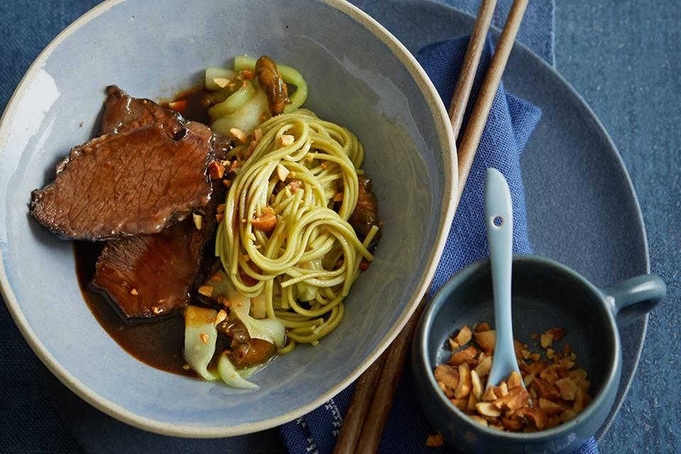 Rinderbacke mit Grüntee-Nudel-Salat Rezept