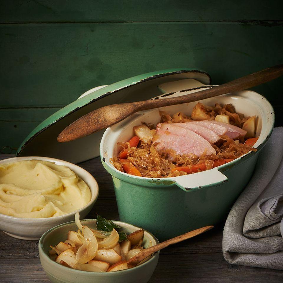 Geschmortes Sauerkraut mit Schweinebacke