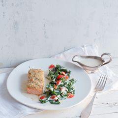 Überbackener Lachs mit Essigsauce und Spinat
