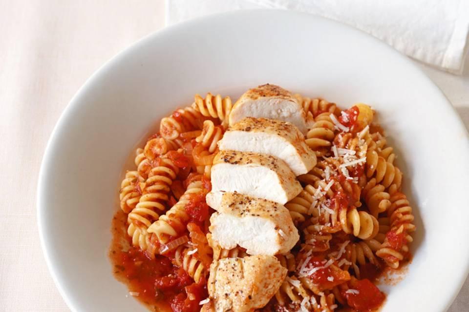 Hähnchen-Tomaten-Pasta Rezept