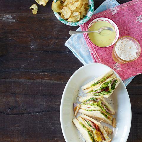 Club-Sandwich mit Wirsingmayonnaise