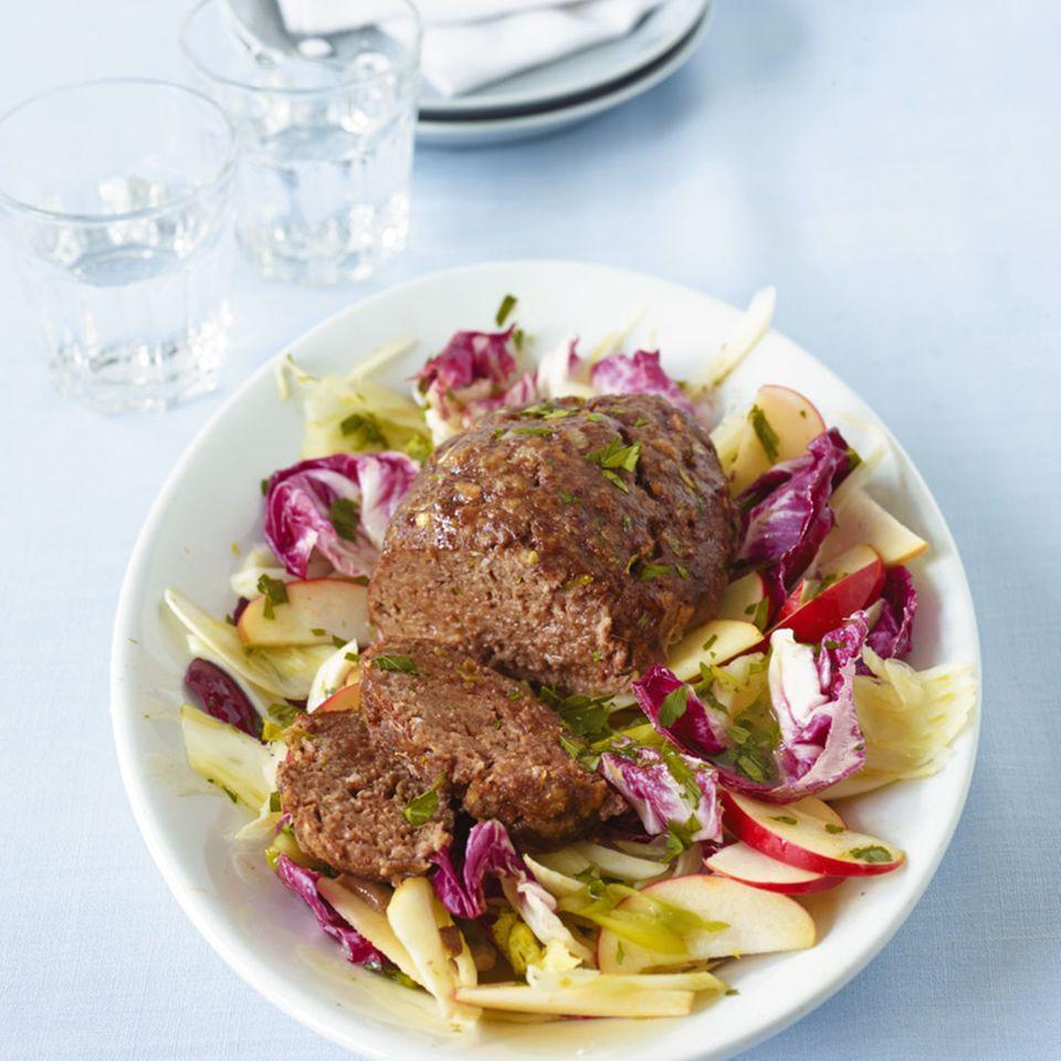 Hackbraten mit Fenchel-Radicchio-Salat