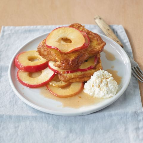French Toast mit Sirupäpfeln