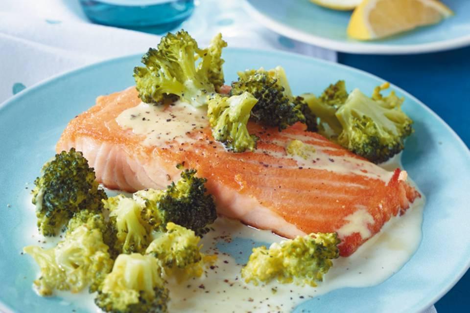 Lachs mit Brokkoli-Rahm Rezept