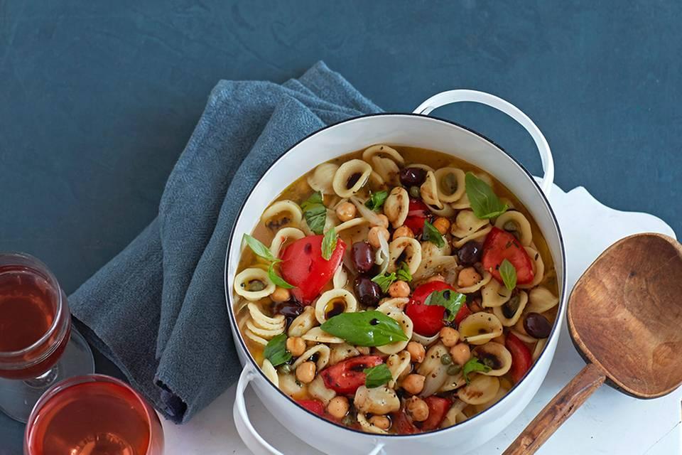 Eintopf mit Orecchiette und mediterranem Gemüse Rezept
