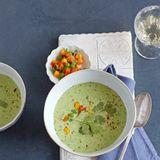 Erbsen-Koriander-Suppe mit Mango-Topping