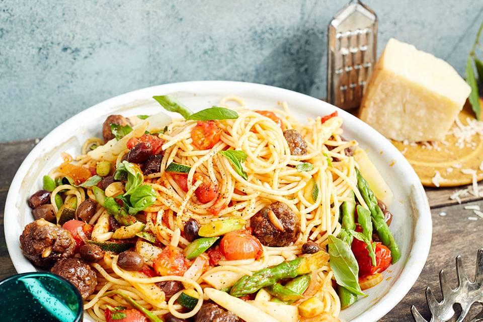 Pasta mit Gemüse-Sugo und Polpette Rezept