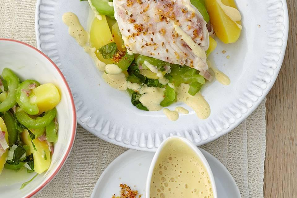 Zander mit Senfschaum auf Kartoffel-Gurken-Gemüse Rezept