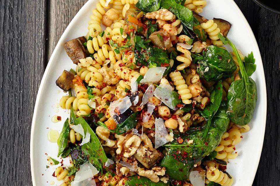 Fusilli mit Kichererbsen und Spinat Rezept