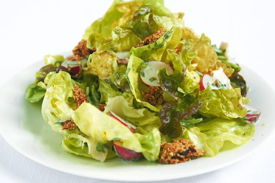 Salat mit Müsliriegel Rezept