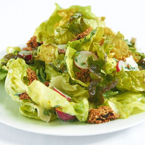 Salat mit Müsliriegel