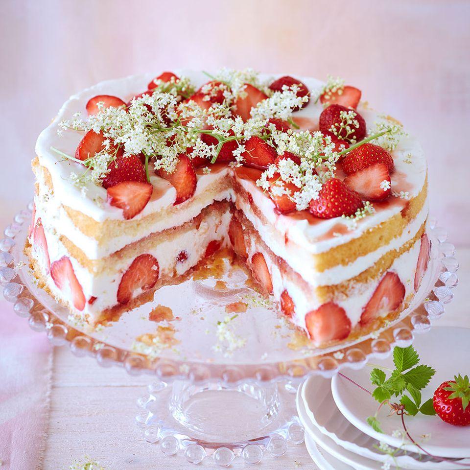 Erdbeer-Holunderblüten-Torte