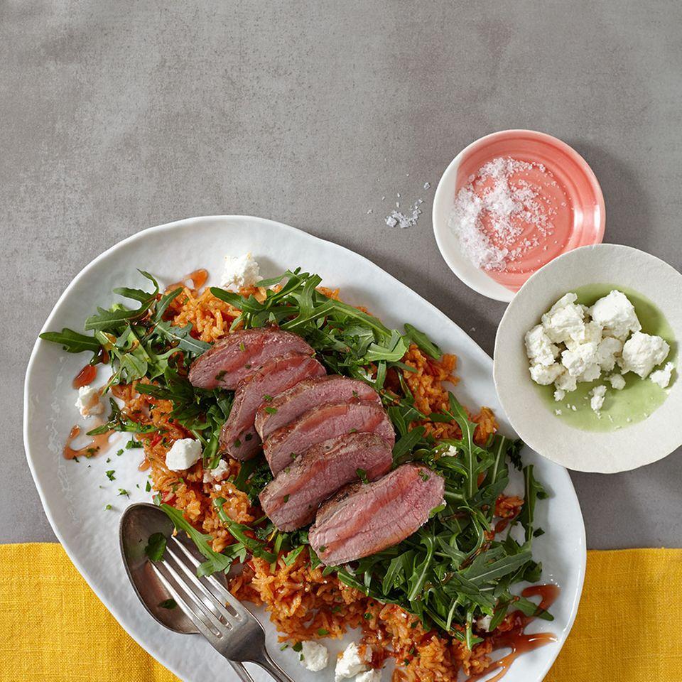 Tomaten-Reis-Salat mit Lammrückenfilet