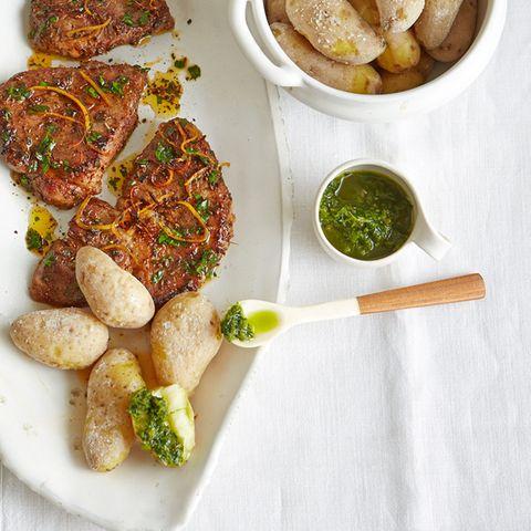 Papas arrugadas (Kartoffeln in Salzkruste) mit Schwein