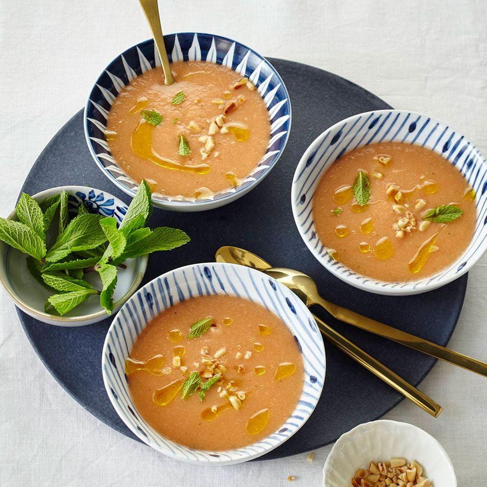 Melonen-Tomaten-Gazpacho mit Minze und Zitronen-Olivenöl