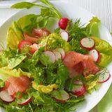 Kräutersalat mit Lachs