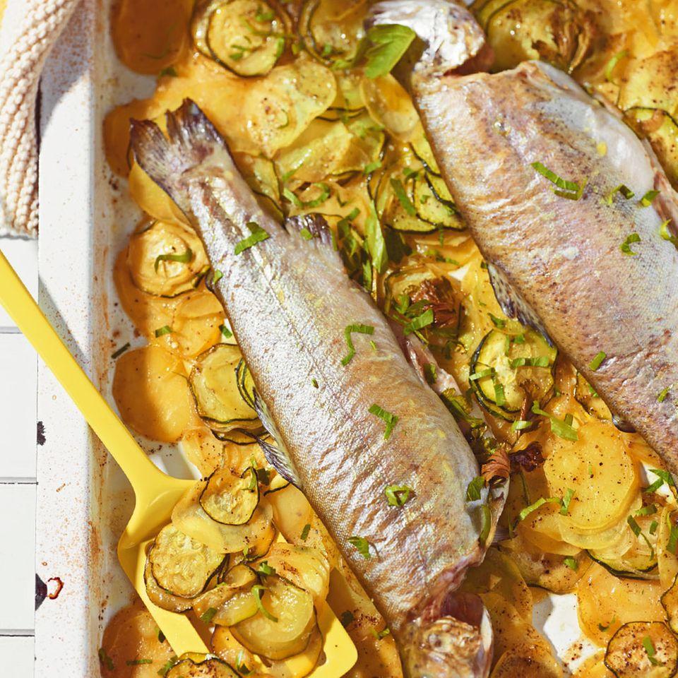 Forelle auf Zucchini-Kartoffeln
