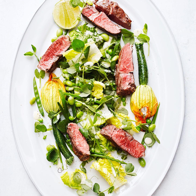 Salat mit Zucchiniblüten