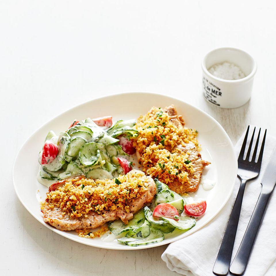 Kalbsschnitzel mit Gurkensalat
