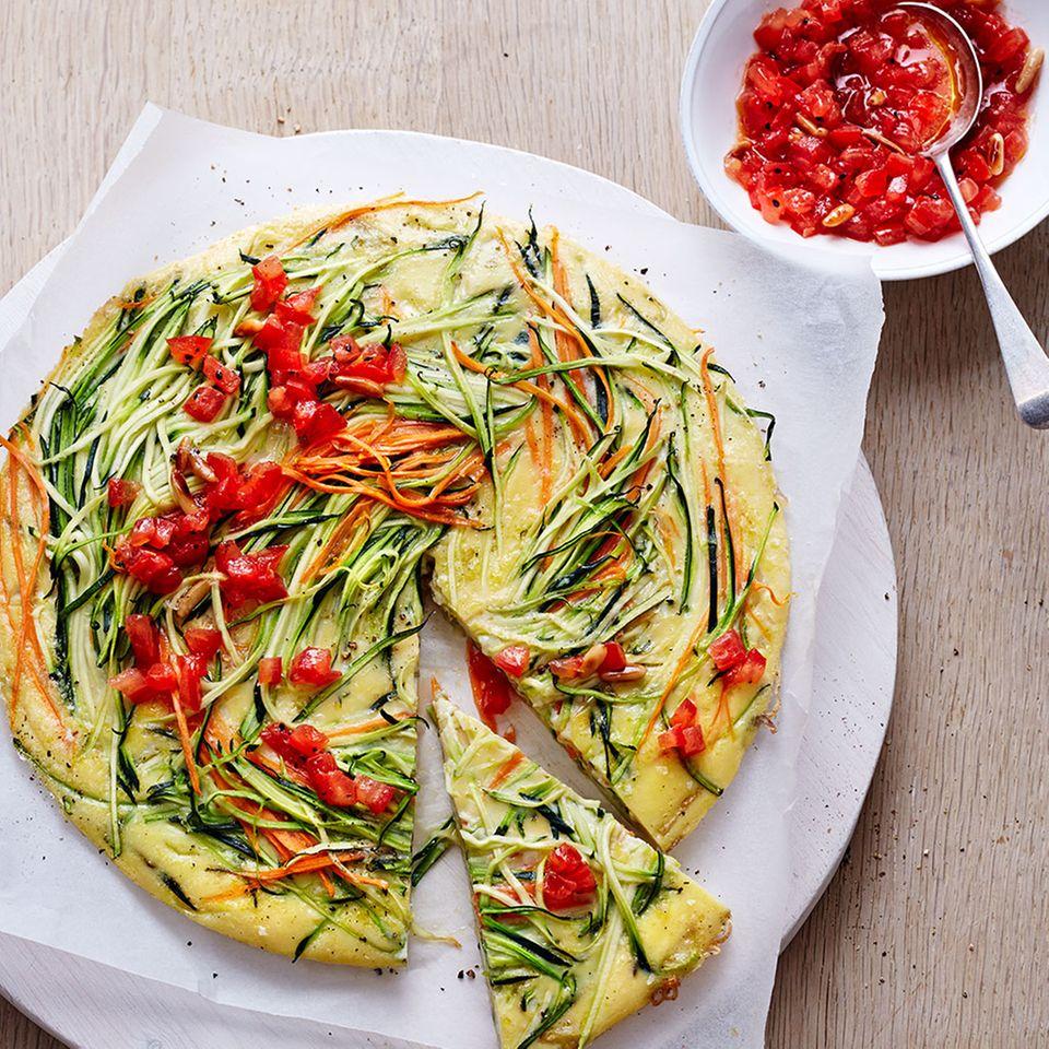 Zucchini-Frittata mit Tomaten-Topping