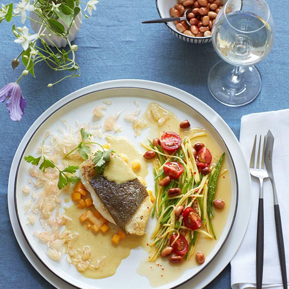 Heilbutt mit Curry-Beurre-blanc und Mangosalat